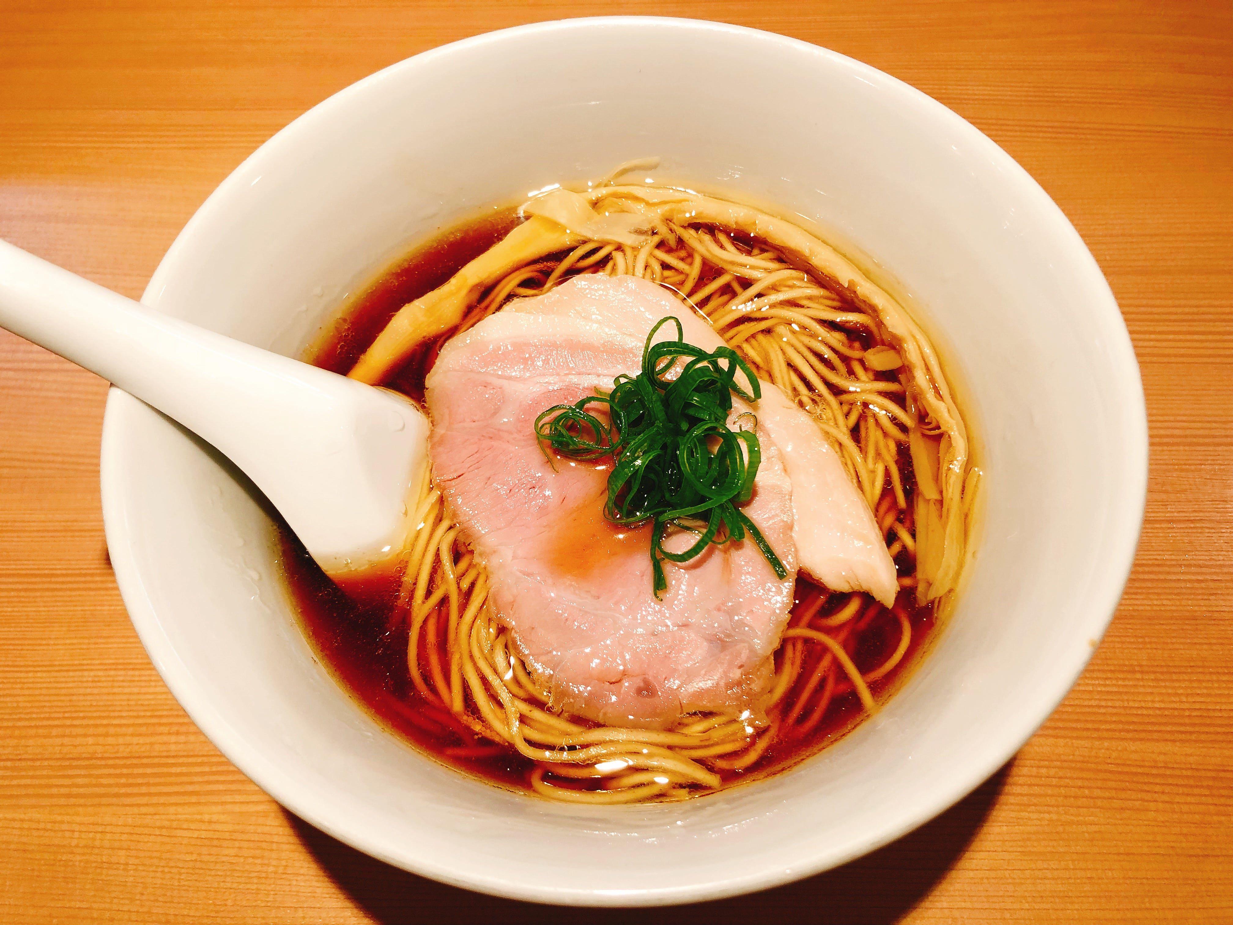 新宿で最強レベルの醤油ラーメン『醤油らぁ麺』@らぁ麺 はやし田 新宿本店【新宿】