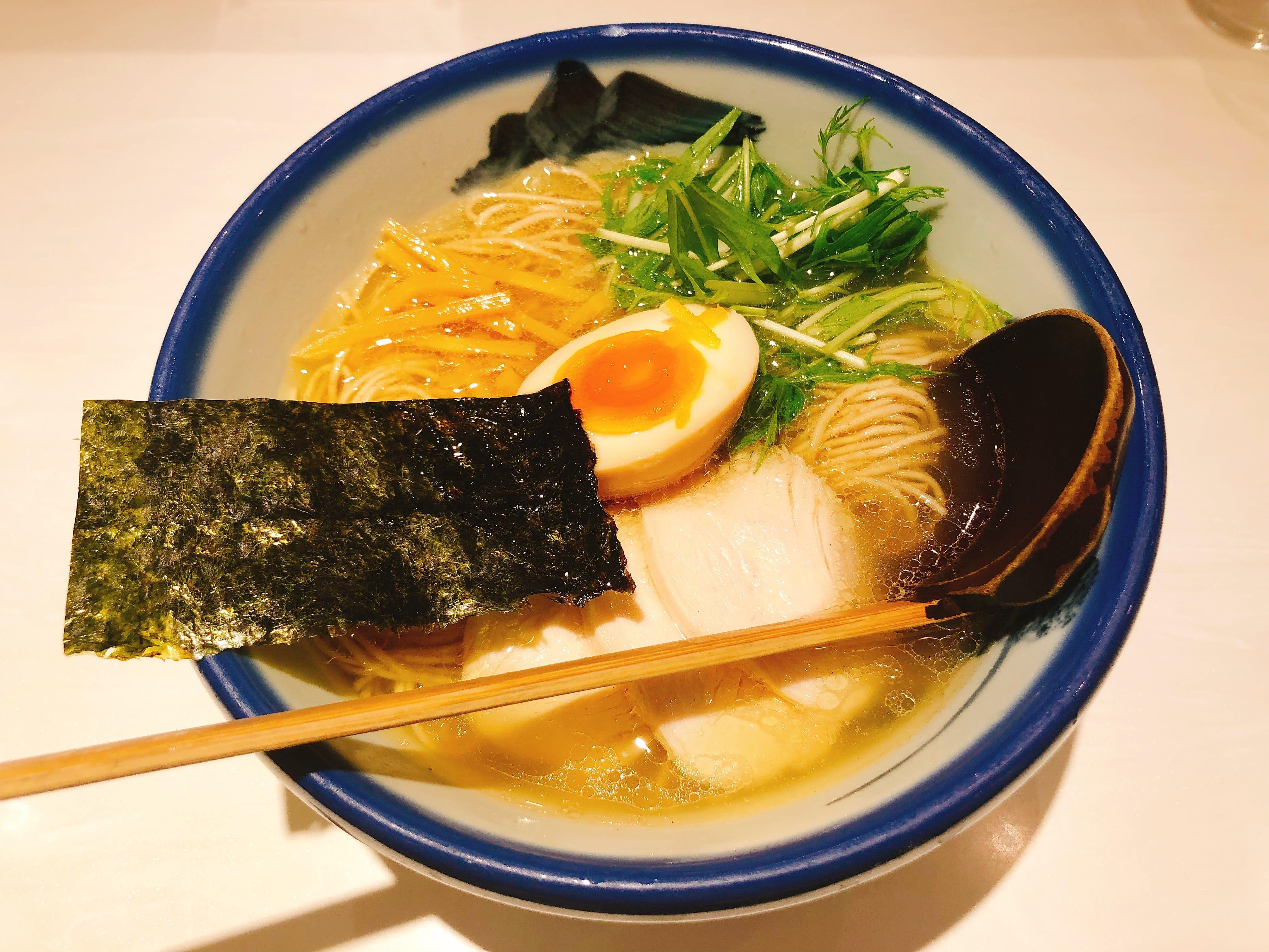 女性人気の高い美しく透き通ったあっさり端麗スープの『柚子塩らーめん』@AFURI新宿店【新宿】