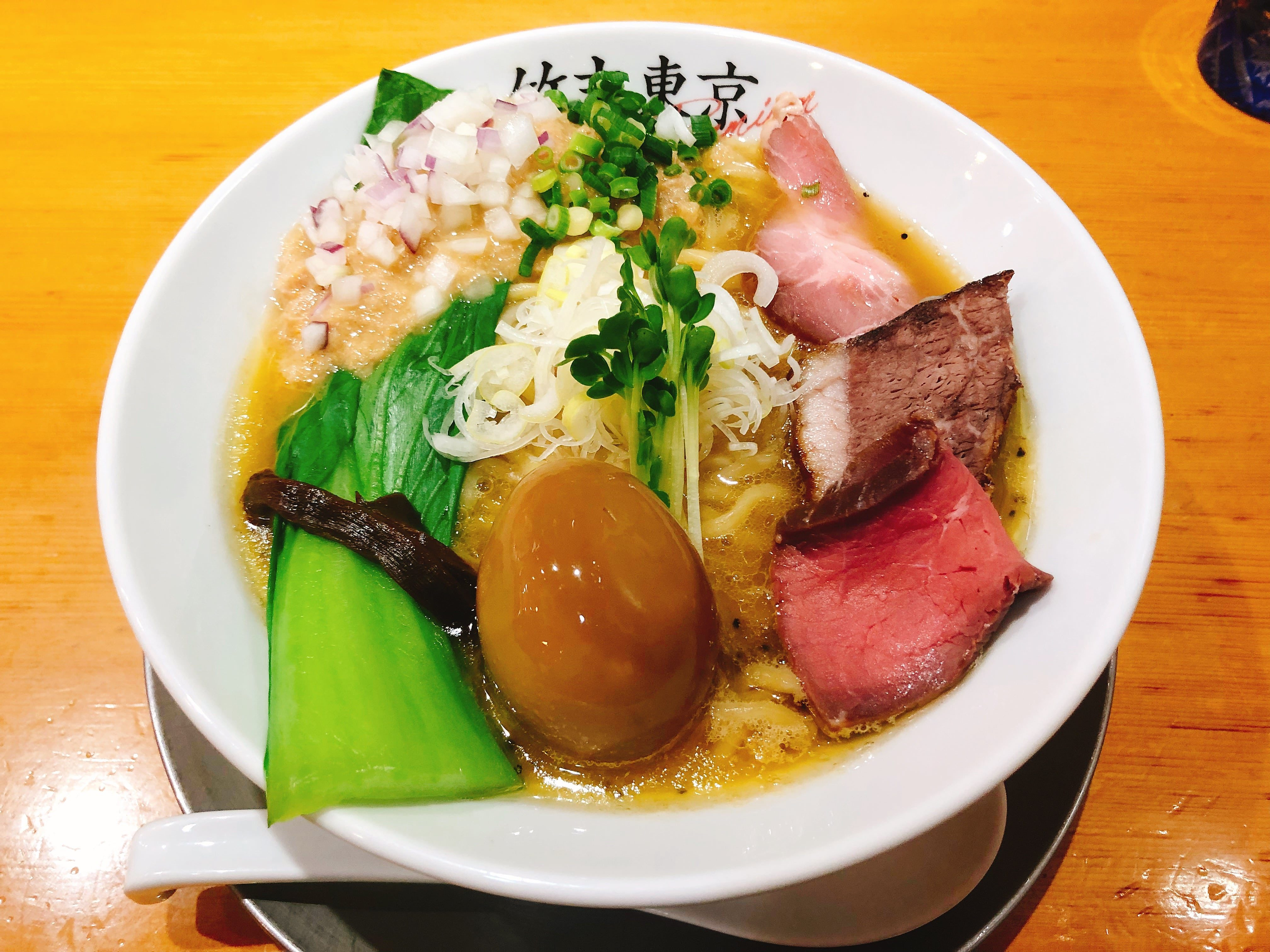 凝縮された濃厚なホタテの旨みがたっぷりとスープに溶け出す『味玉鶏ホタテそば』 @竹末東京Premium【押上】