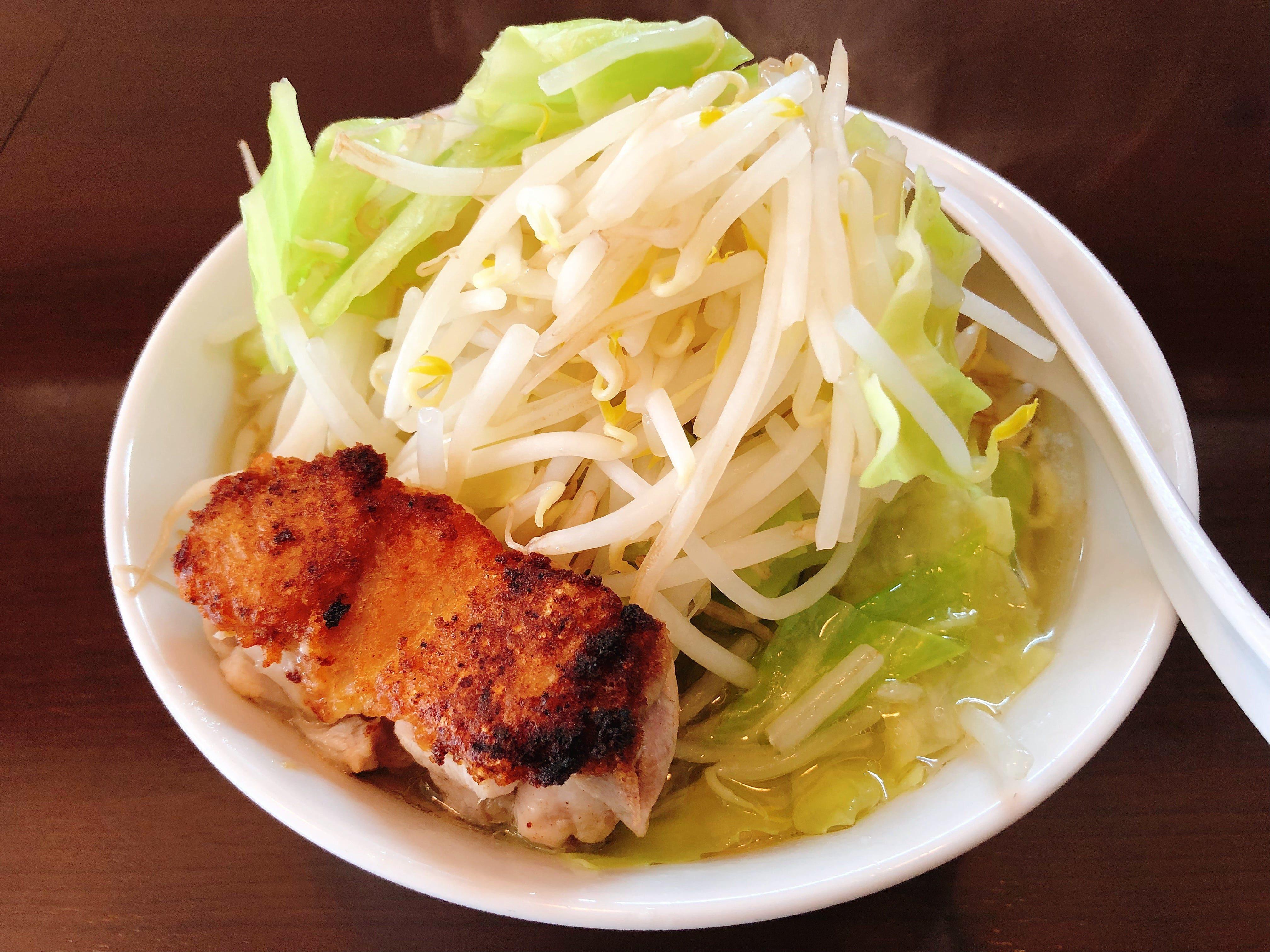 アクセントのある奥深い塩スープに激旨鶏ステーキが乗った『とり朗』@自家製麺 鶏八朗【十条】