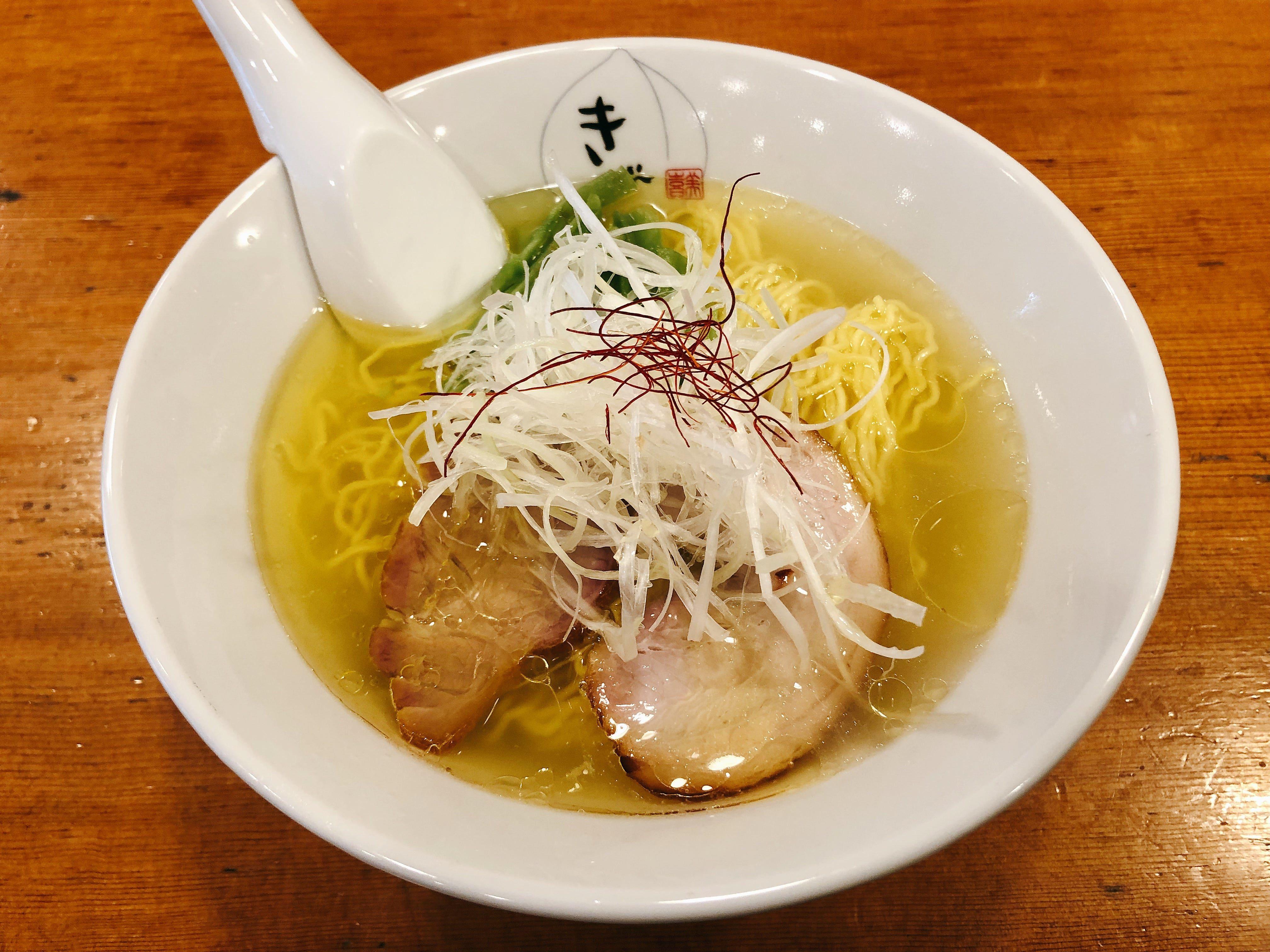 濃厚な鶏出汁の見事な黄金スープが美しい『鶏そば』@鶏そば きび【目黒】