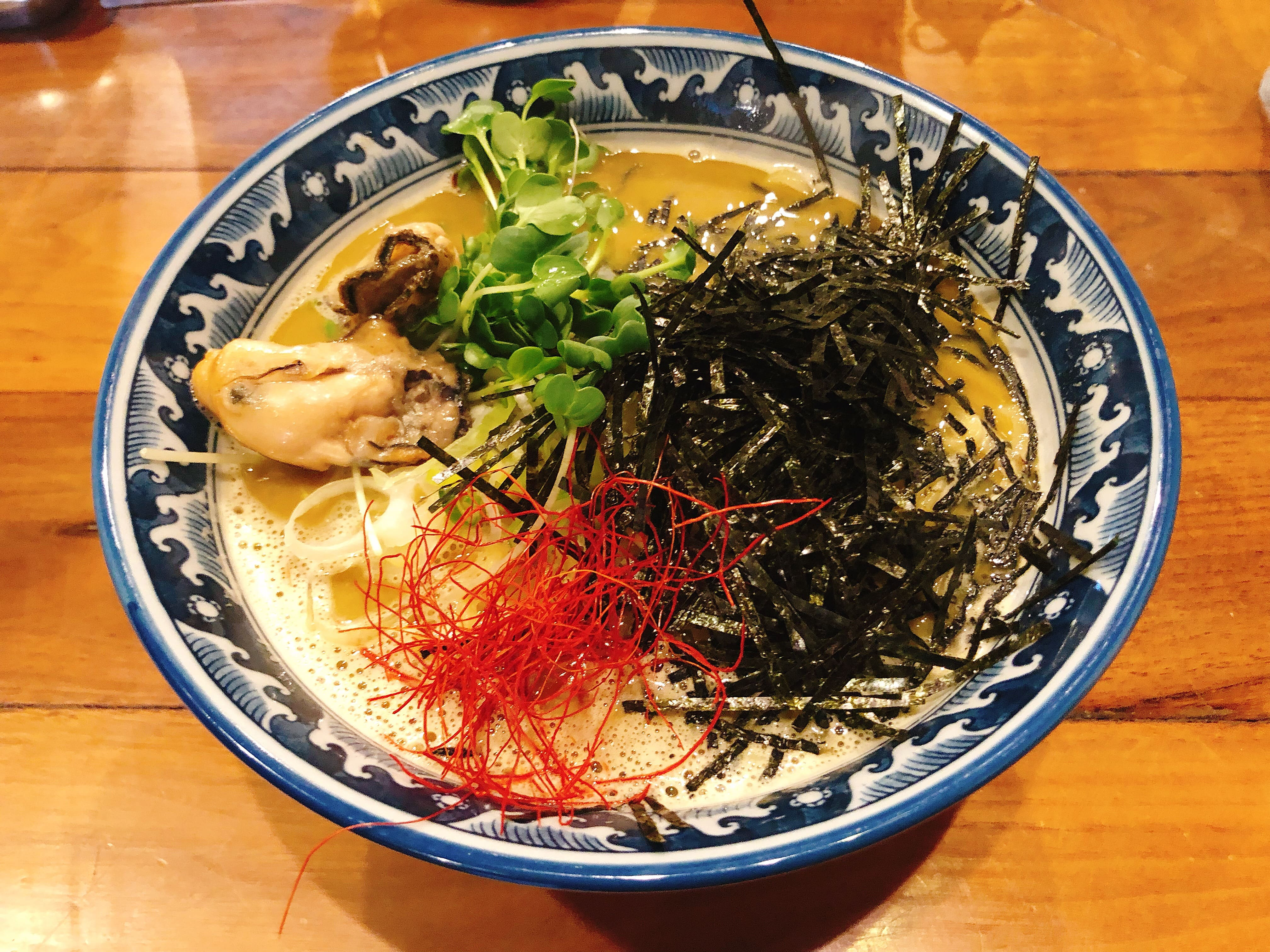 牡蠣の出汁からとった濃厚でクリーミーなスープにプリップリの牡蠣が乗ったラーメン『牡蠣・拉麺』@麺や 佐市【錦糸町】
